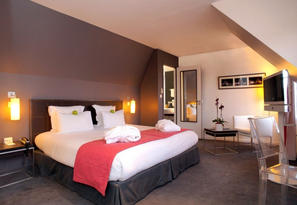 travel rendezvous in paris two chic boutique hotels ultra swank. Black Bedroom Furniture Sets. Home Design Ideas