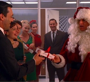 "Mad Men and Lucky Strike celebrate a ""toasted"" Christmas"