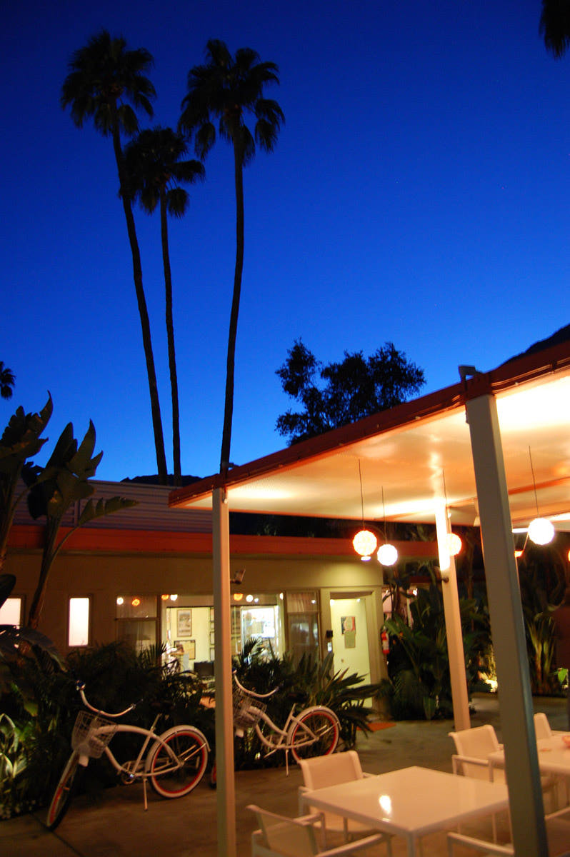 Architecture mid century desert hideaways two palm for Plush pad palm springs