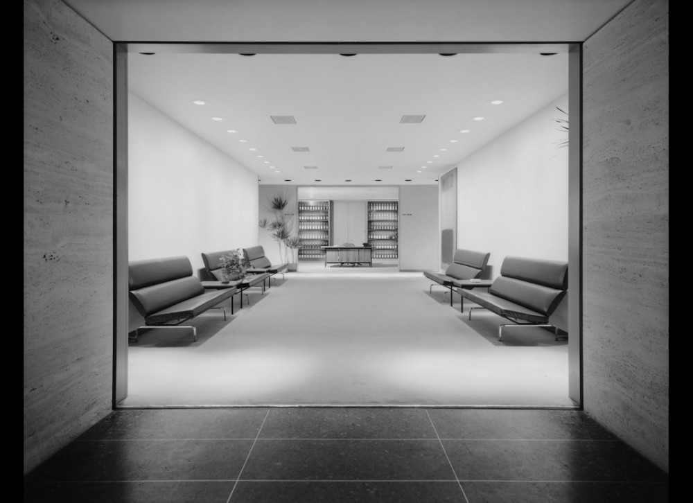 Architecture mies van der rohe the seagram building ultra swank for New york life building interior