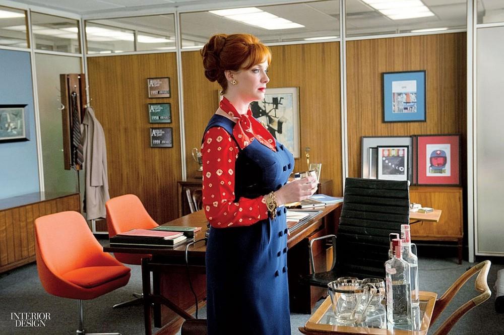 Joan Harris visiting Don Draper's office